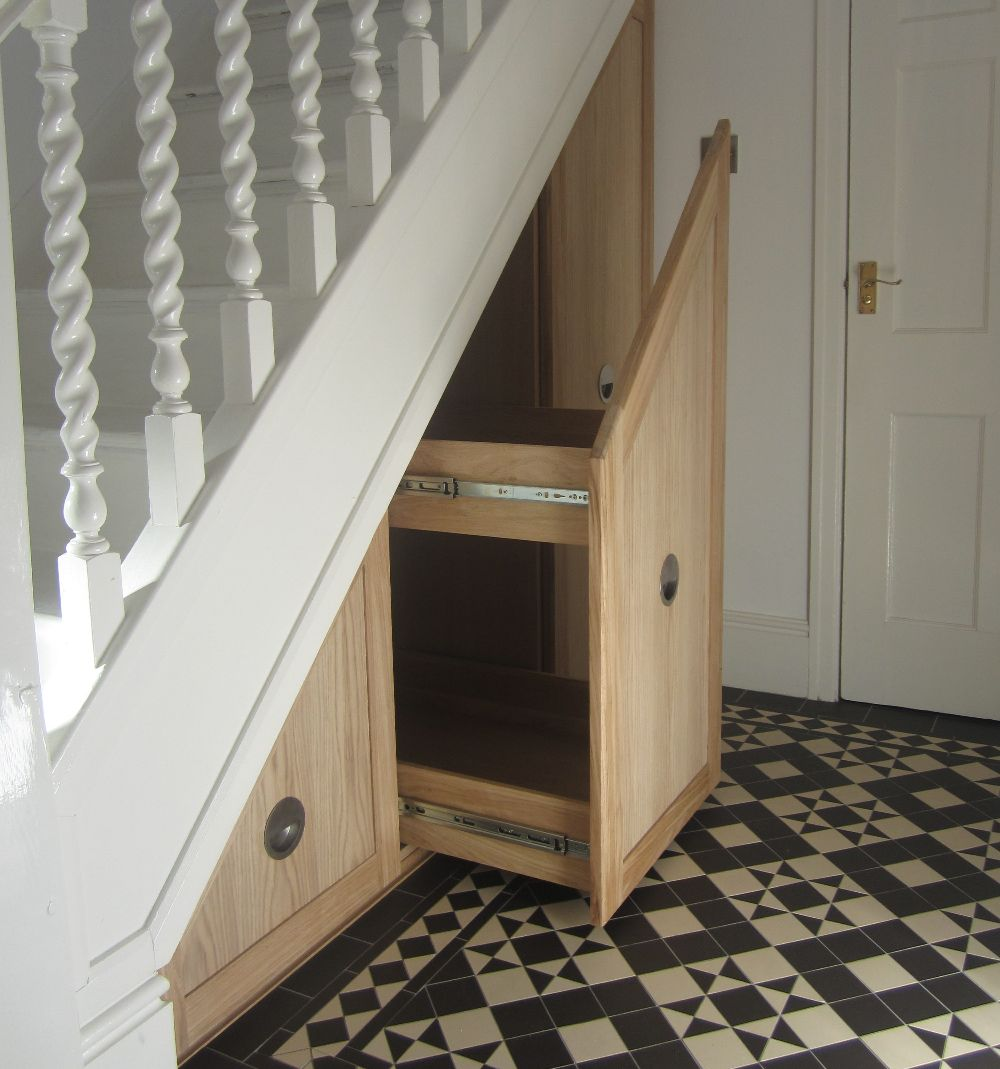 understair-fitted-furniture-harry-potter-style